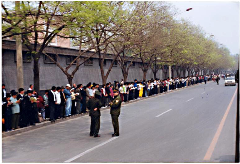 Over 10,000 Falun Gong practitioners waiting quietly for a just decision by China Central Government officials on April 25, 1999, in Beijing City